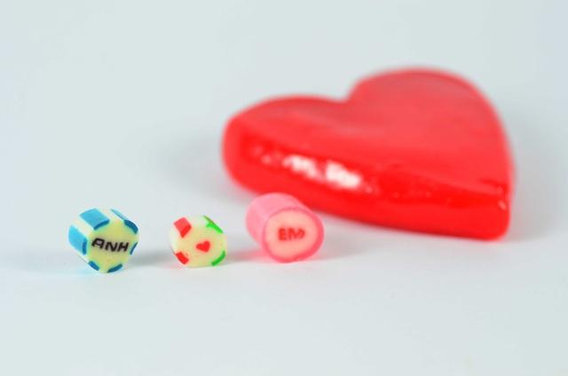 Làm mới lễ tình nhân bằng những thanh kẹo handmade độc đáo - Ảnh 1.