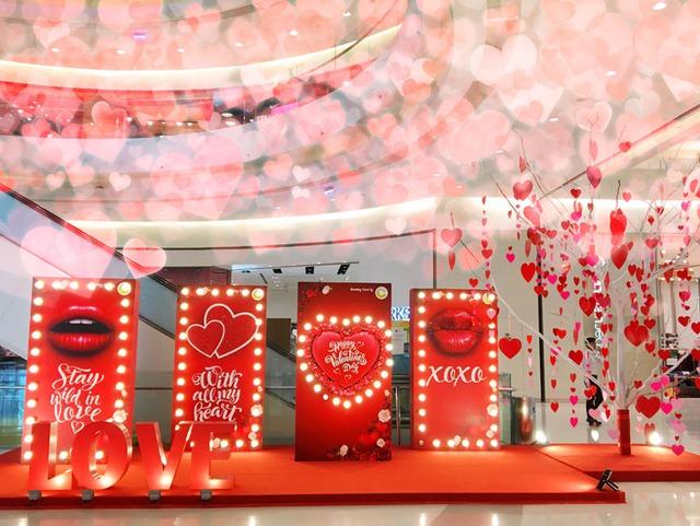 Đón Valentine cùng cặp đôi Thái Trinh – Quang Đăng tại Crescent Mall - Ảnh 2.