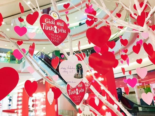 Đón Valentine cùng cặp đôi Thái Trinh – Quang Đăng tại Crescent Mall - Ảnh 3.