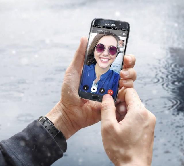 Nhân Valentine, ngẫm sự giống nhau giữa smartphone và người yêu - Ảnh 2.