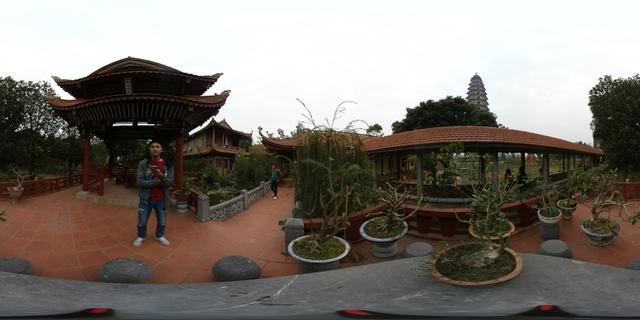 Lễ chùa đầu năm theo cách siêu độc đáo cùng camera 360 - Ảnh 2.