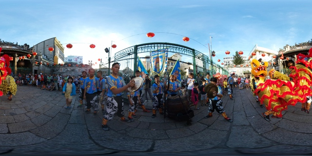 Lễ chùa đầu năm theo cách siêu độc đáo cùng camera 360 - Ảnh 4.