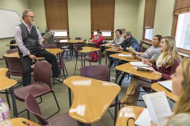 Cơ hội nhận học bổng lên đến $20.000 tại trường ĐH Monmouth, Hoa Kỳ - Ảnh 1.