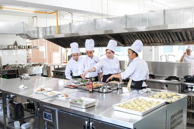 HUTECH khánh thành nhà hàng hiện đại ngay trong trường đại học - Ảnh 2.