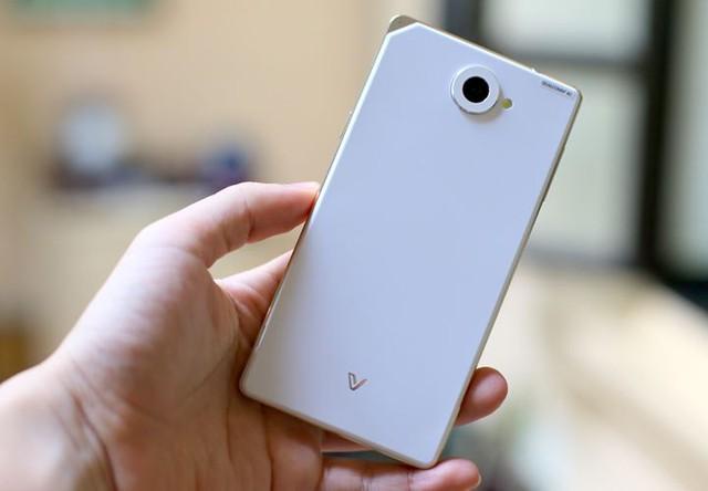 Sale 80%, smartphone Pantech Vega Iron 2 gây sốt - Ảnh 2.