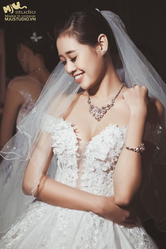 Top 5 mẫu váy cưới hot trend 2017 các cô dâu không nên bỏ lỡ - Ảnh 1.