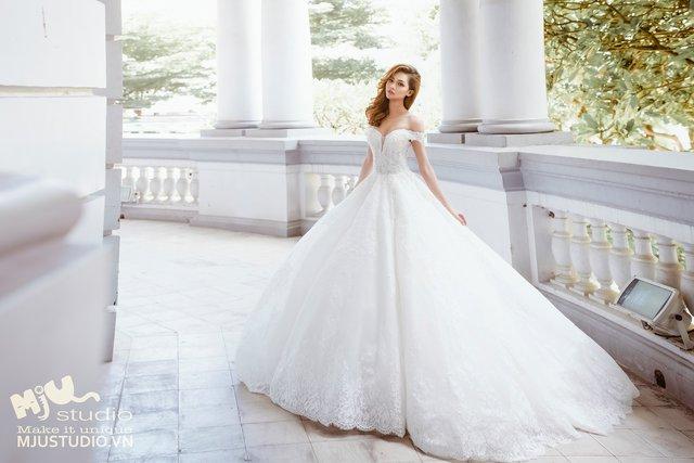 Top 5 mẫu váy cưới hot trend 2017 các cô dâu không nên bỏ lỡ - Ảnh 4.
