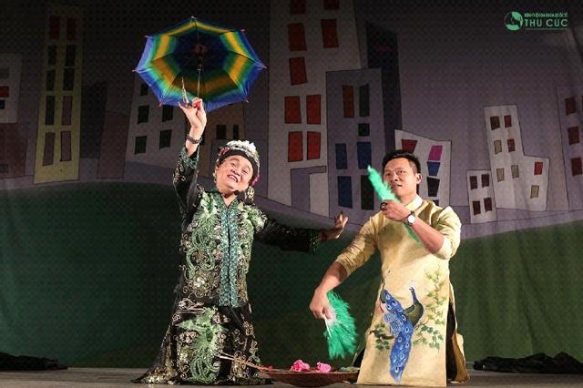 Xuân Hinh khiến khán giả bất giờ với màn biến hóa trên sân khấu - Ảnh 2.