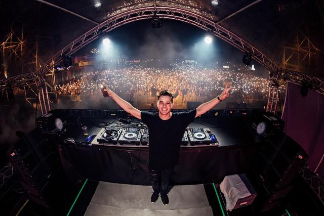 Giới trẻ háo hức tái ngộ đại nhạc hội EDM có DJ quốc tế - Ảnh 1.