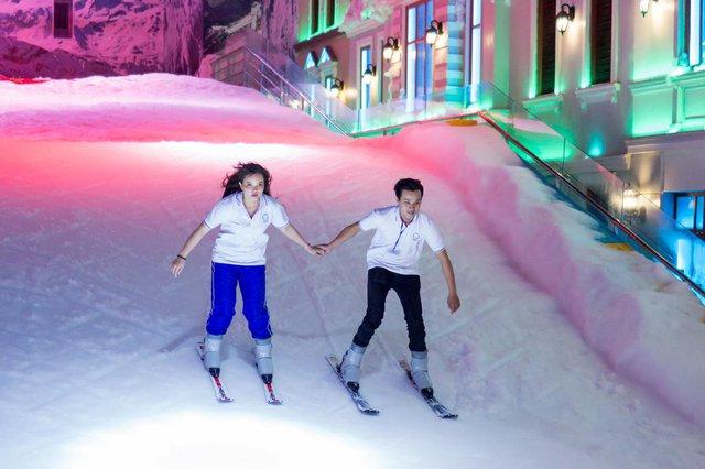 Giới trẻ háo hức với khu vui chơi trượt tuyết lớn nhất Đông Nam Á tại Sài Gòn - Ảnh 2.