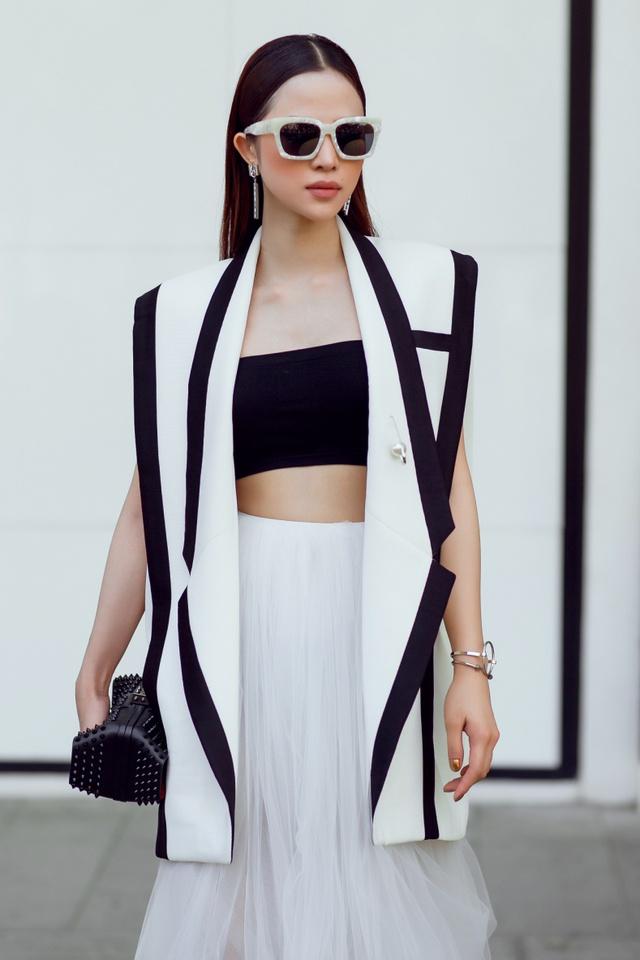 """Hoa khôi Lý Thiên Trúc cực chất với phong cách """"black & white"""" - Ảnh 8."""