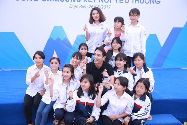 """Phan Anh, Thiên Minh và hành trình """"kết nối yêu thương"""" cùng trẻ em Điện Biên - Ảnh 7."""