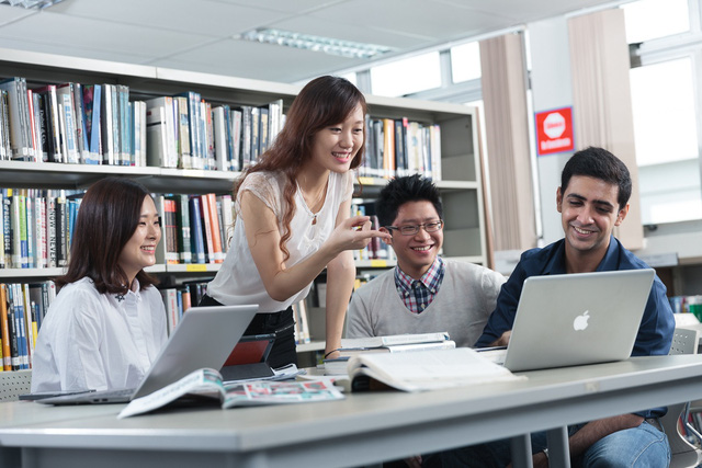 Chọn ngành học dễ tìm việc tại Singapore - Ảnh 2.