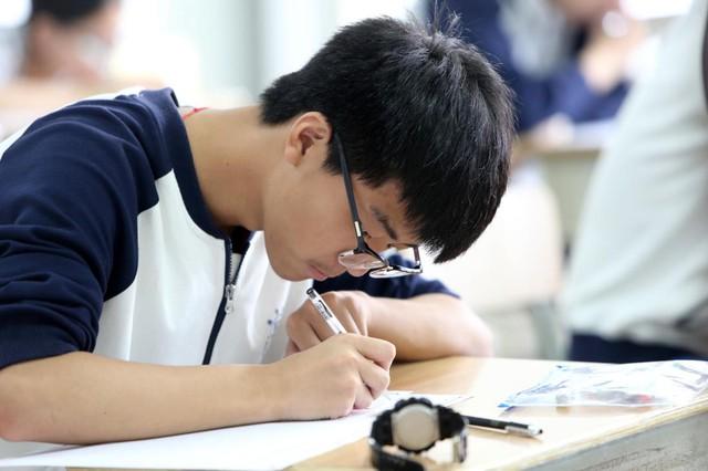 Cùng thi thử THPT Quốc gia tại ĐH Ngoại Thương - Ảnh 1.