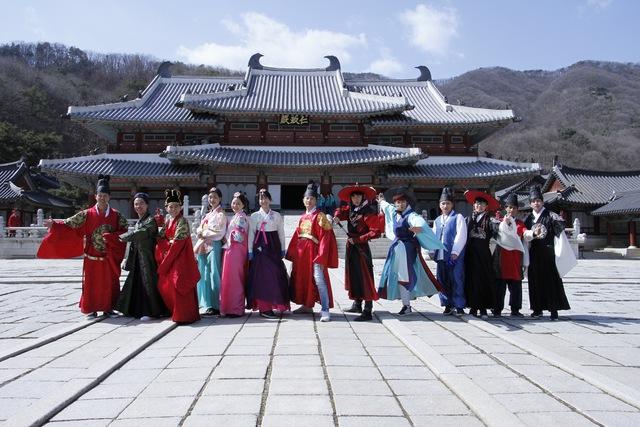 """Sau hit """"Tri kỷ"""", Phan Mạnh Quỳnh tiếp tục """"đốn tim"""" khán giả với ca khúc """"Nước ngoài"""" tại Hàn Quốc - Ảnh 11."""