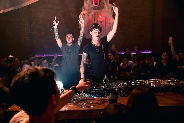 """Khán giả Hà Nội """"bùng nổ"""" trong đêm nhạc Brazillian Bass của 2 DJ đẳng cấp Bhaskar và Gabriel Boni - Ảnh 5."""
