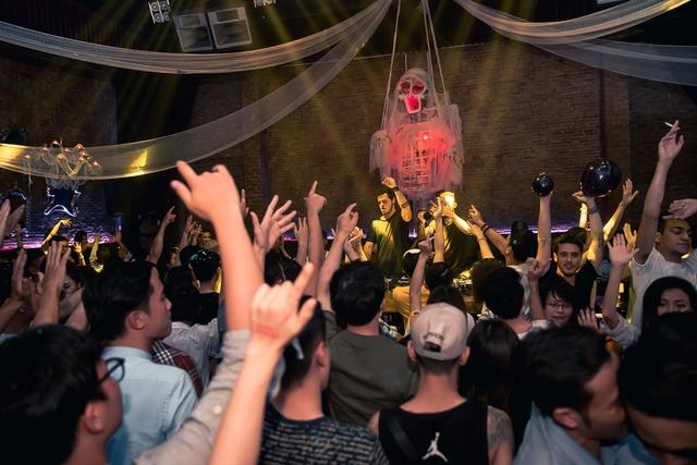 """Khán giả Hà Nội """"bùng nổ"""" trong đêm nhạc Brazillian Bass của 2 DJ đẳng cấp Bhaskar và Gabriel Boni - Ảnh 8."""