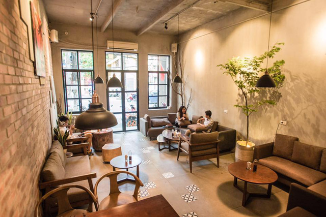 Thư giãn trong không gian tràn ngập sofa tại FIKA Café – 50 Lò Đúc. - Ảnh 1.