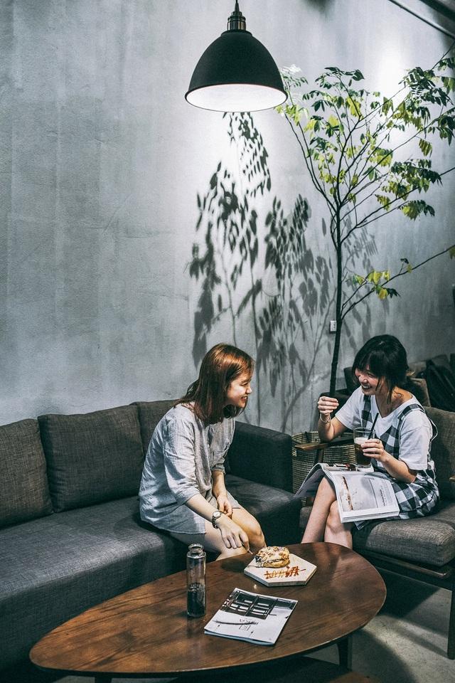 Thư giãn trong không gian tràn ngập sofa tại FIKA Café – 50 Lò Đúc. - Ảnh 6.