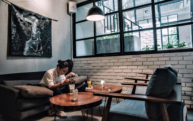 Thư giãn trong không gian tràn ngập sofa tại FIKA Café – 50 Lò Đúc. - Ảnh 7.