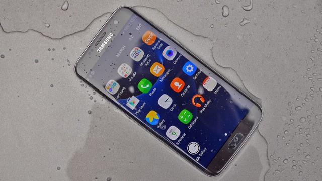 Ơn giời, anh tài kháng nước Galaxy S7 edge đây rồi! - Ảnh 1.