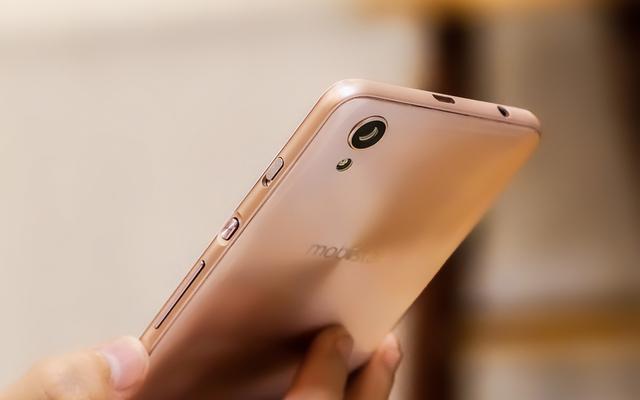 Đập hộp smartphone Việt với tính năng selfie rạng rỡ như tuổi 20 - Ảnh 5.