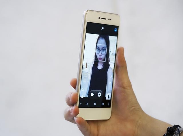 Đập hộp smartphone Việt với tính năng selfie rạng rỡ như tuổi 20 - Ảnh 6.