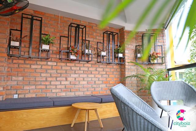 """Khám phá Sài Gòn """"vi diệu"""" gói trọn trong một quán cà phê - Ảnh 1."""