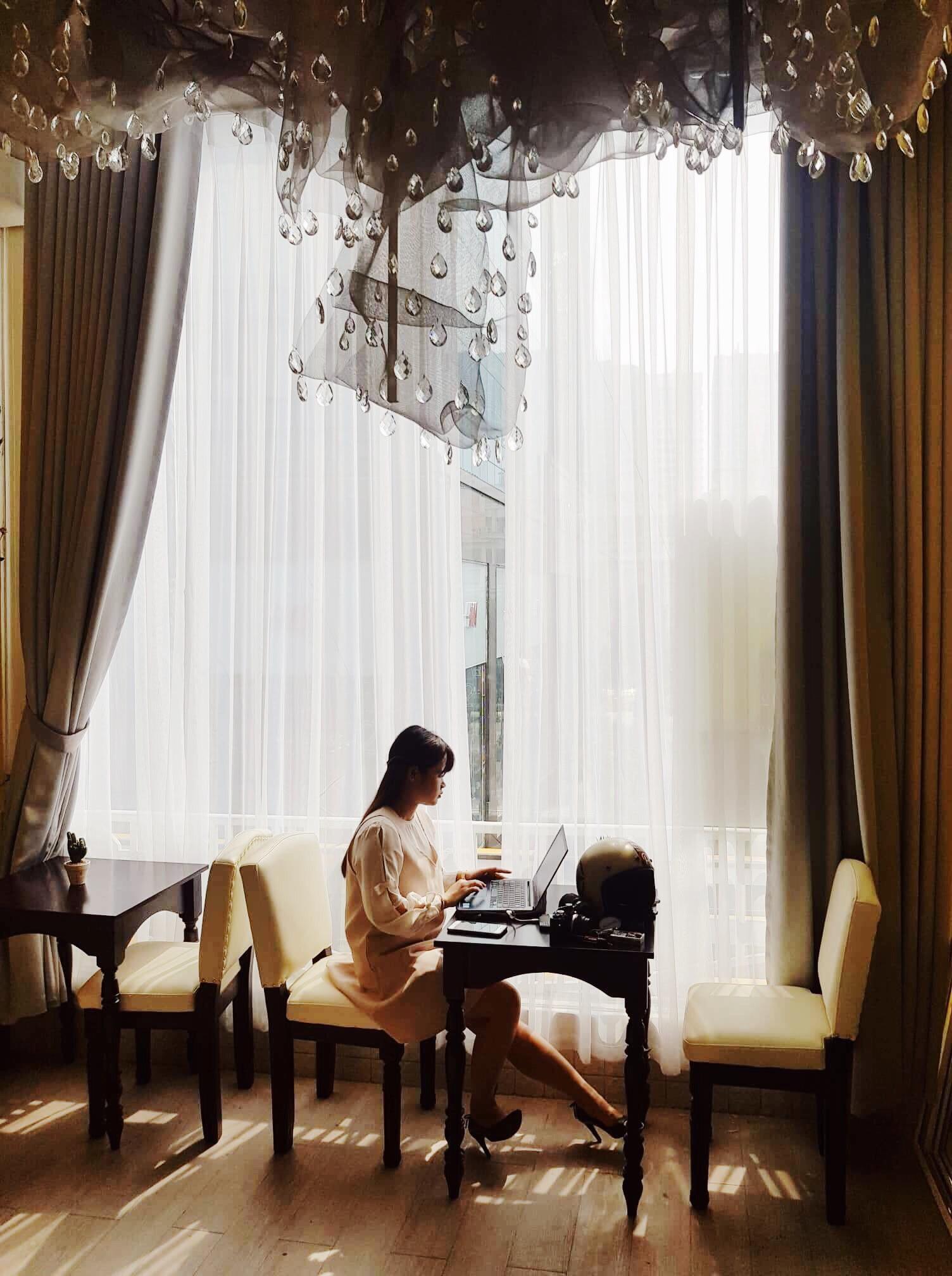 The Letter Coffee: quán cafe độc đáo ẩn mình trong chung cư cổ ngay giữa lòng Sài Gòn - Ảnh 2.