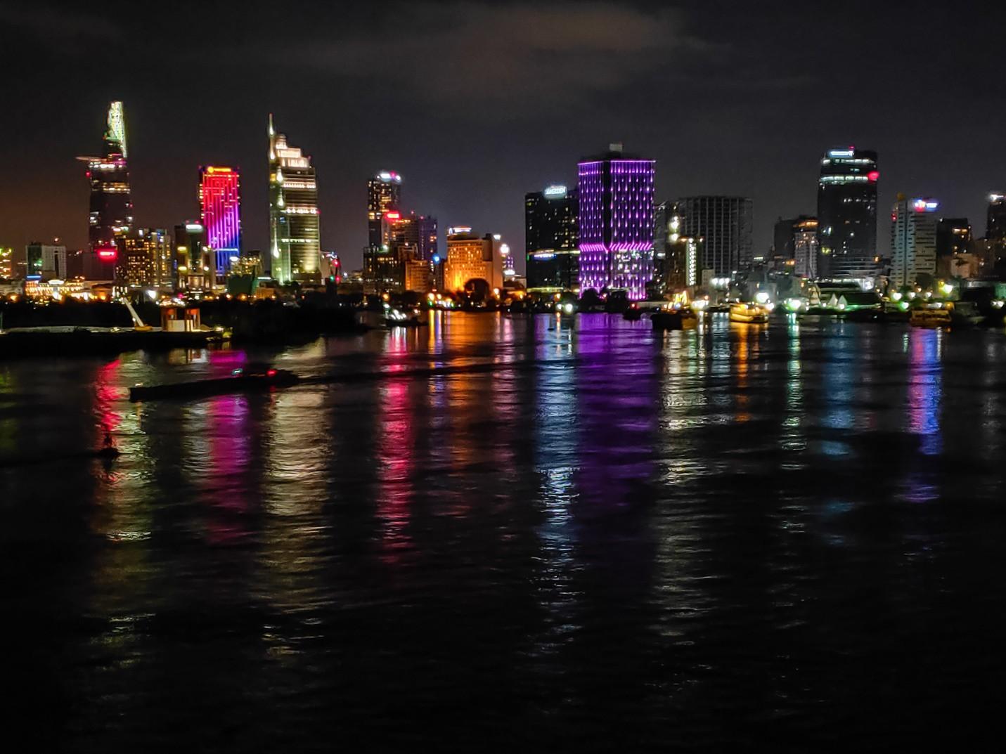 Ấn tượng sắc màu Sài Gòn về đêm qua lăng kính của OPPO R17 PRO - Ảnh 1.