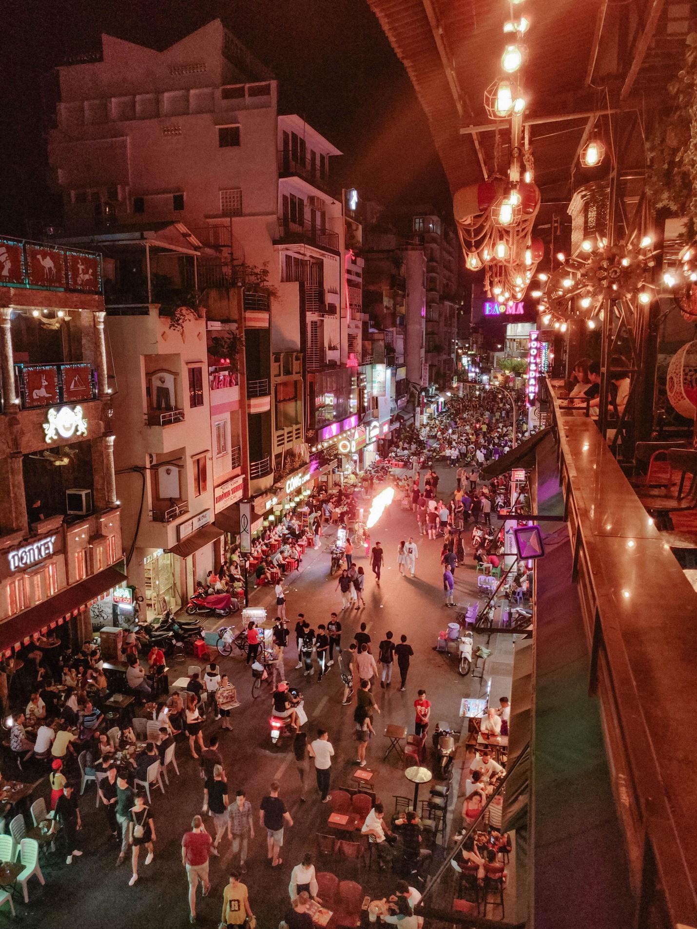 Ấn tượng sắc màu Sài Gòn về đêm qua lăng kính của OPPO R17 PRO - Ảnh 4.