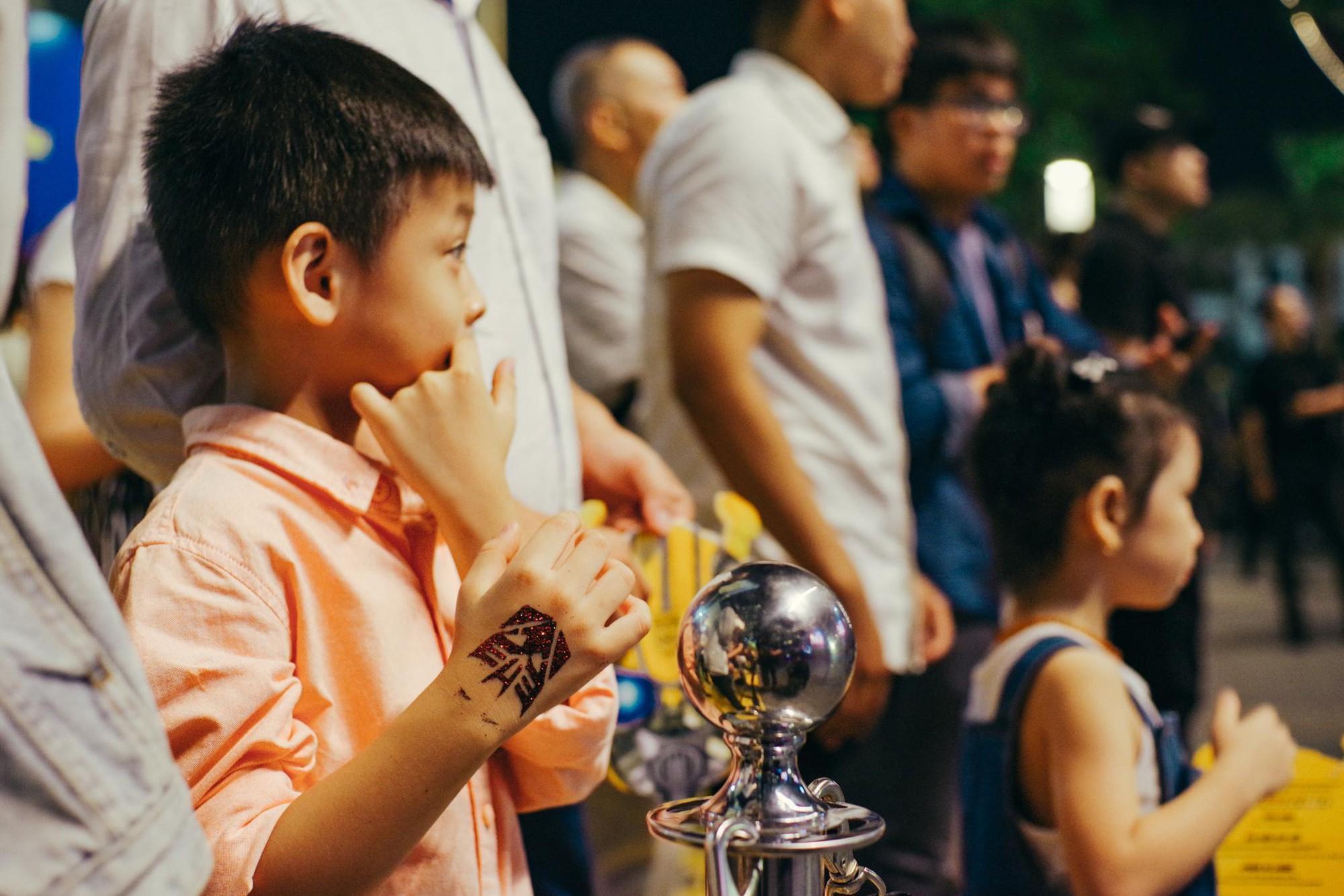 Choáng ngợp với mô hình Bumblebee lớn nhất tại Việt Nam - Ảnh 2.