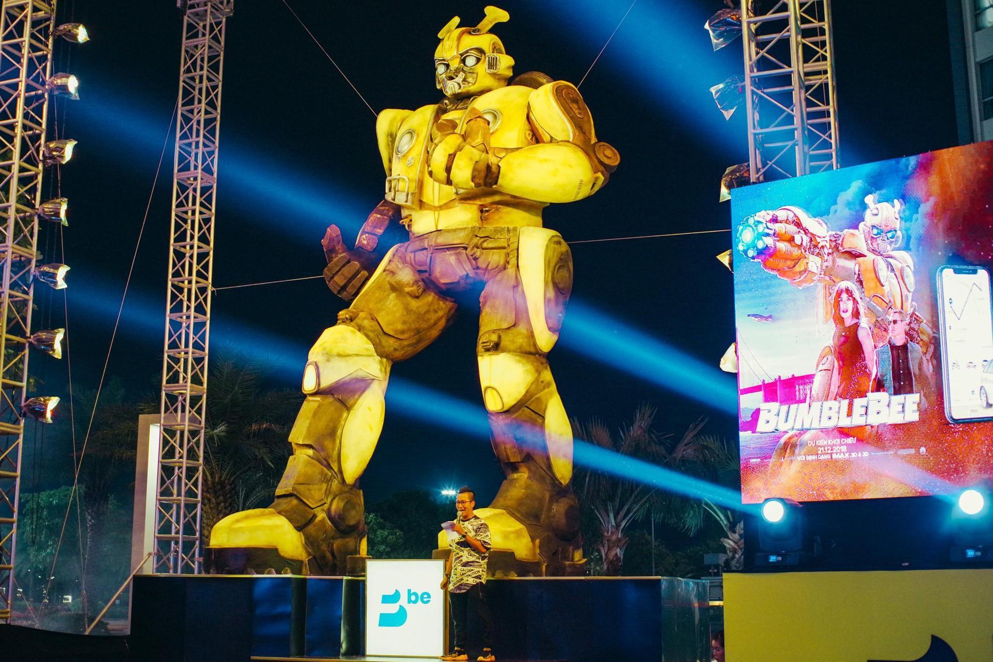 Choáng ngợp với mô hình Bumblebee lớn nhất tại Việt Nam - Ảnh 4.