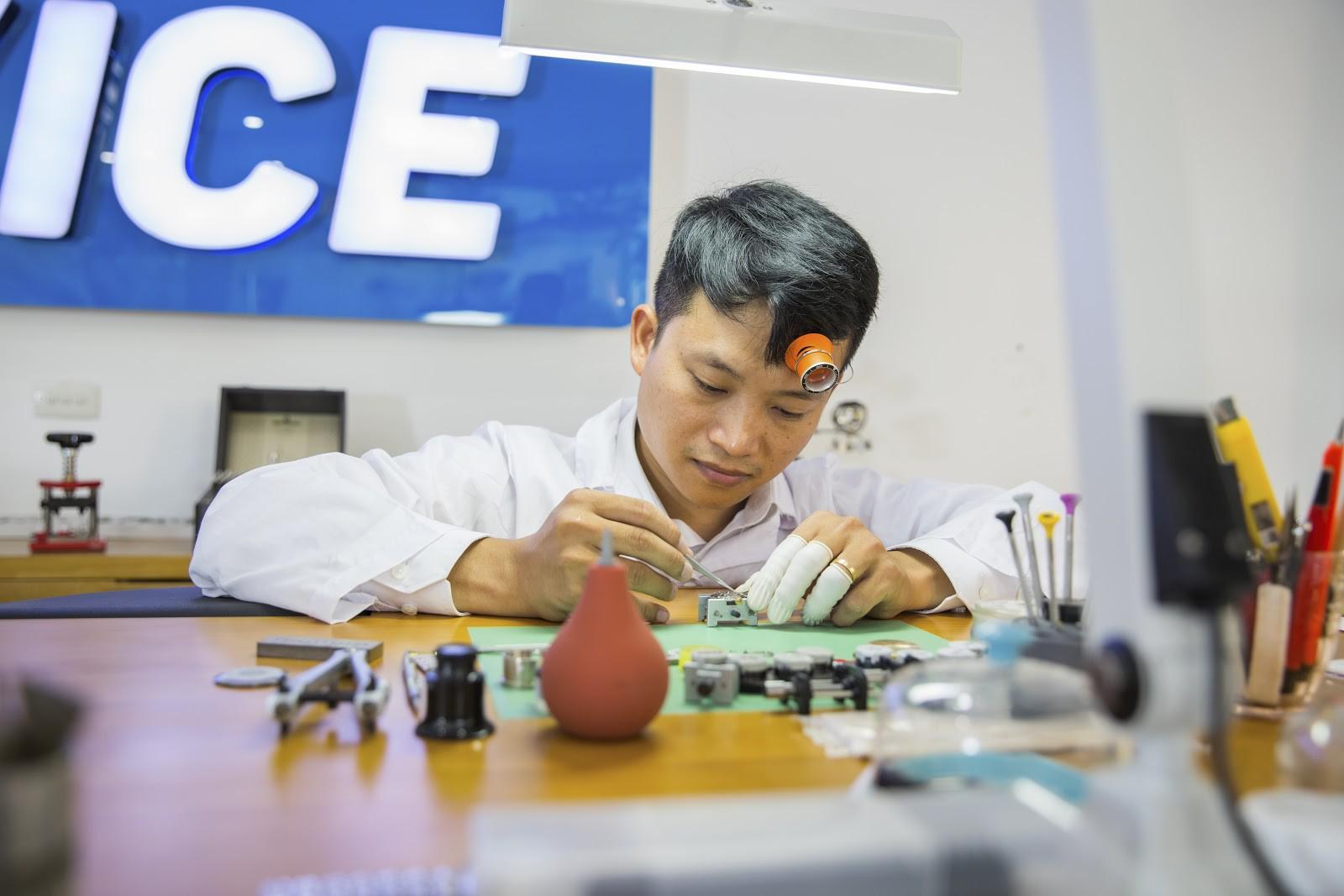 """Thẩm định đồng hồ ở Hà Nội: """"Lật mặt"""" đồng hồ giả siêu tinh vi, giống thật 99% - Ảnh 4."""
