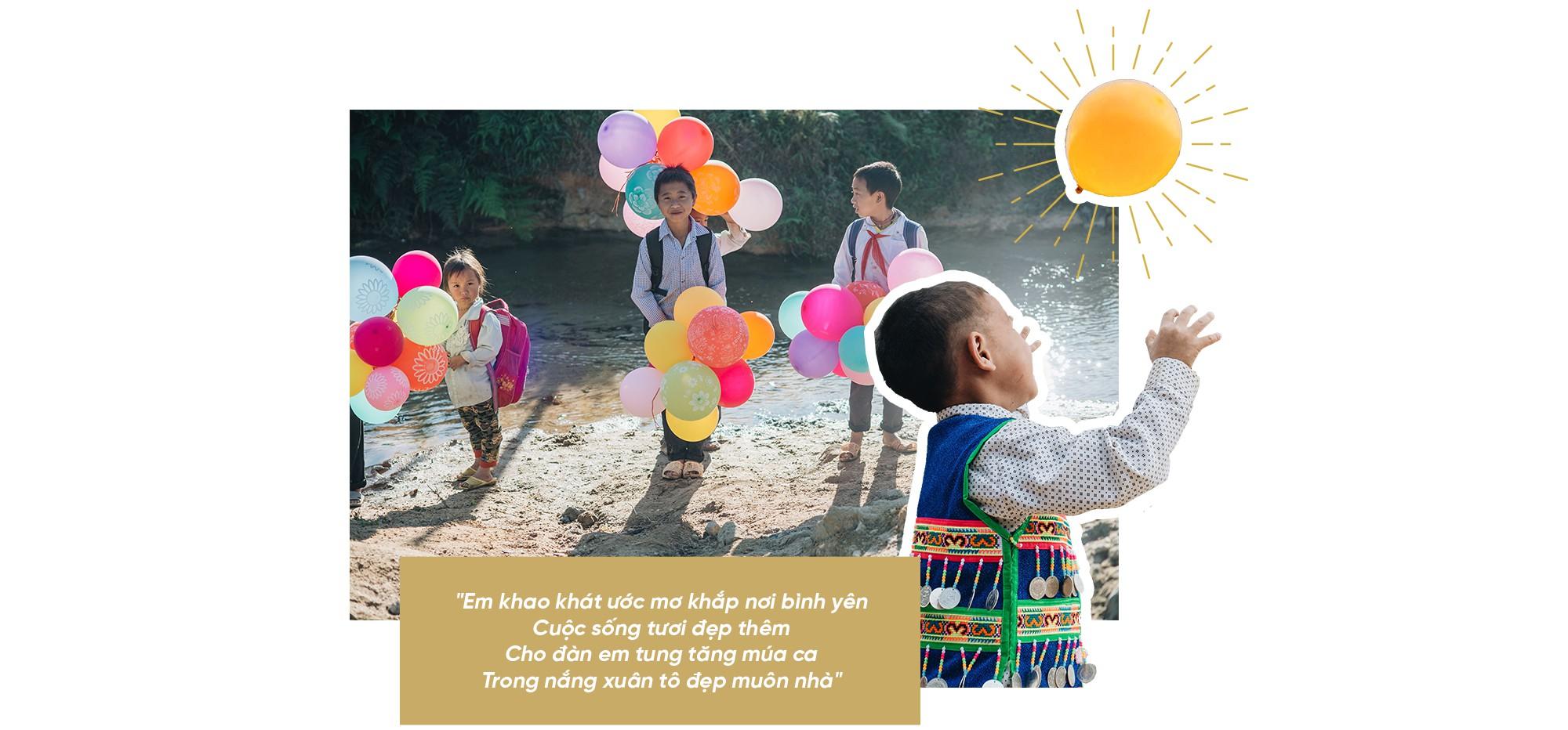 """Hành trình """"cõng ông mặt trời"""" cho lũ trẻ trên đỉnh trời Tri Lễ - Ảnh 13."""
