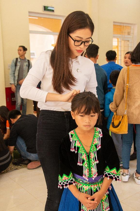 Á hậu Phương Nga giản dị, đón Tết sớm cùng các em nhỏ kém may mắn ở Sơn La - Ảnh 5.