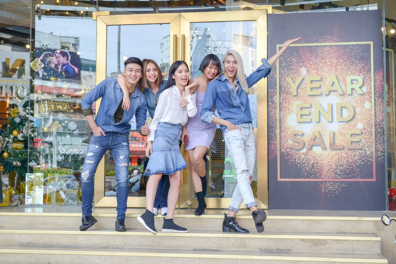 Theo chân team chị đại Thanh Hằng đi mua sắm trước chung kết The Face 2018 - Ảnh 1.