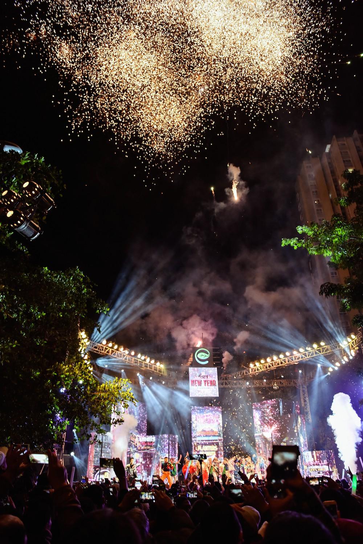 Cư dân Ecopark mãn nhãn với màn pháo hoa đón năm mới - Ảnh 6.
