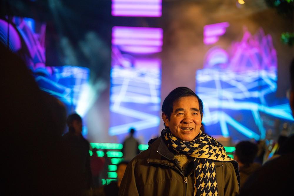 Cư dân Ecopark mãn nhãn với màn pháo hoa đón năm mới - Ảnh 9.