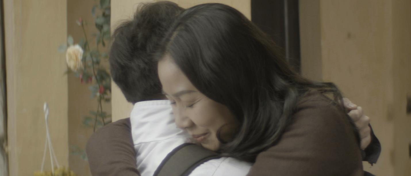 """""""Chỉ cần mẹ vui"""" - Phim ngắn đầy xúc động về mẹ được kể bằng giọng ca Hà Anh Tuấn - Ảnh 3."""