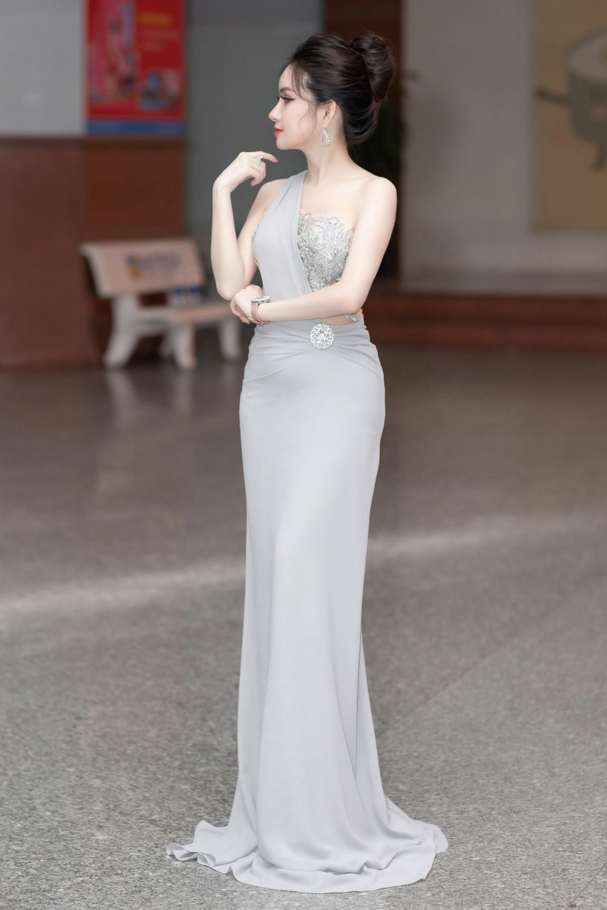 CEO – Doanh nhân Huyền Cò: Giám khảo quyền lực đêm Gala Chung kết Miss HUTECH 2019 - Ảnh 2.