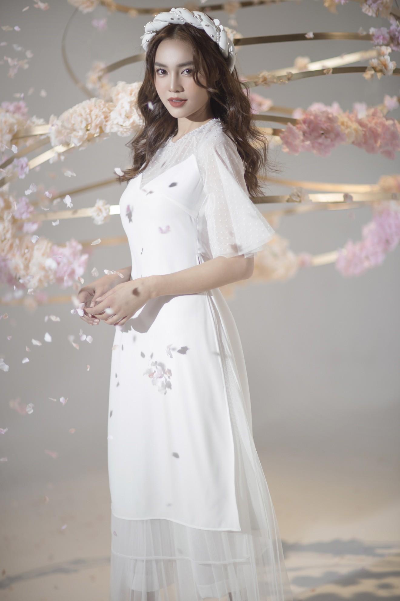 """""""Gái già"""" Ninh Dương Lan Ngọc khiến fan mãn nhãn với vẻ quyến rũ trong tà áo dài truyền thống đón Tết - Ảnh 2."""