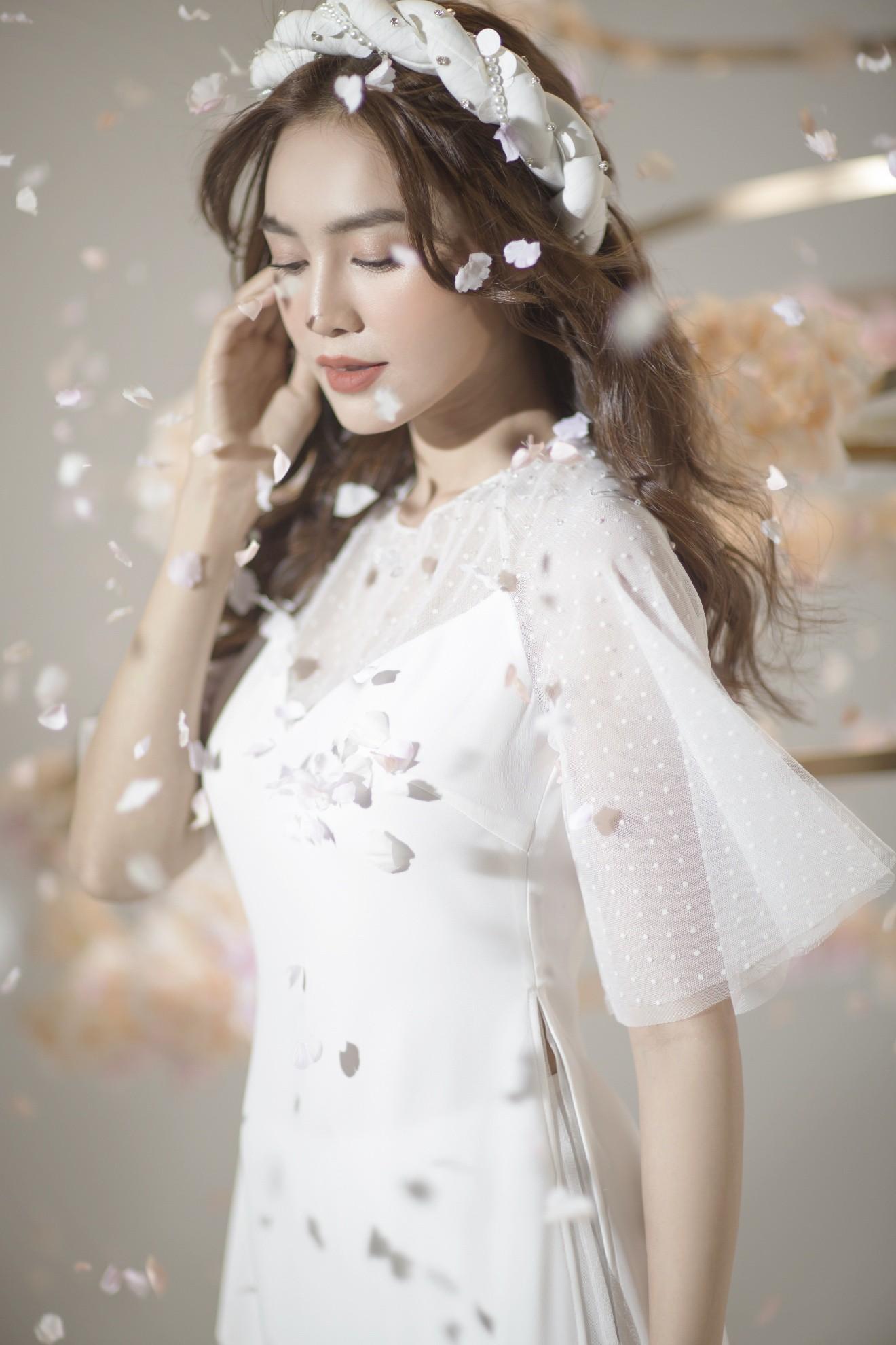 """""""Gái già"""" Ninh Dương Lan Ngọc khiến fan mãn nhãn với vẻ quyến rũ trong tà áo dài truyền thống đón Tết - Ảnh 3."""