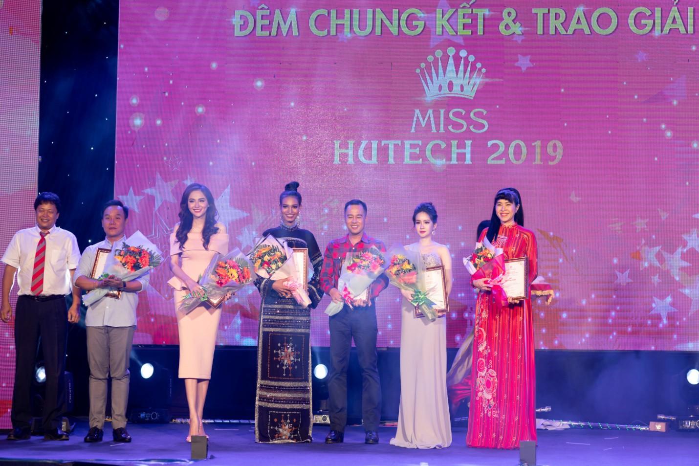 CEO – Doanh nhân Huyền Cò: Giám khảo quyền lực đêm Gala Chung kết Miss HUTECH 2019 - Ảnh 4.