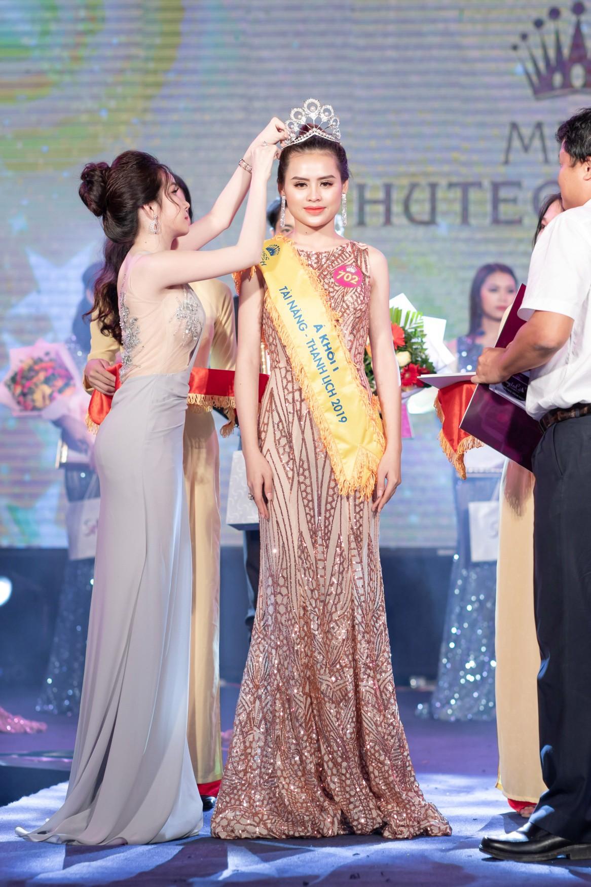 CEO – Doanh nhân Huyền Cò: Giám khảo quyền lực đêm Gala Chung kết Miss HUTECH 2019 - Ảnh 9.
