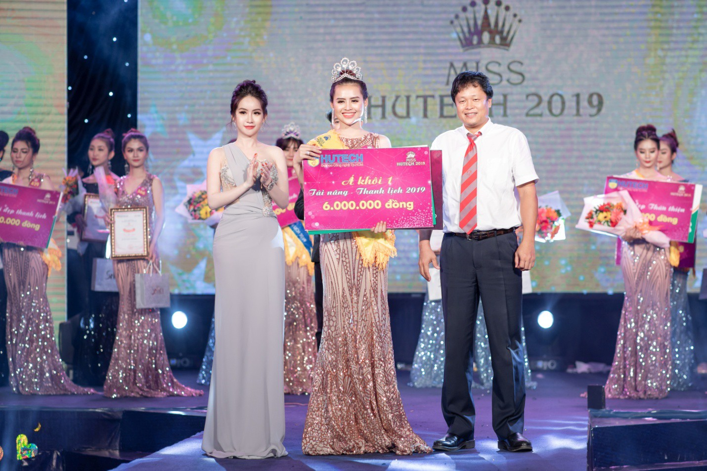CEO – Doanh nhân Huyền Cò: Giám khảo quyền lực đêm Gala Chung kết Miss HUTECH 2019 - Ảnh 10.