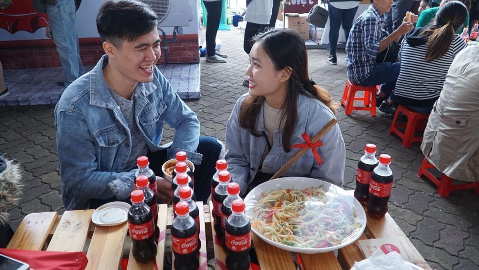 """Giới trẻ cả Thủ đô đều như đang đổ về """"Châu Á giữa lòng Hà Nội"""" - Ảnh 10."""