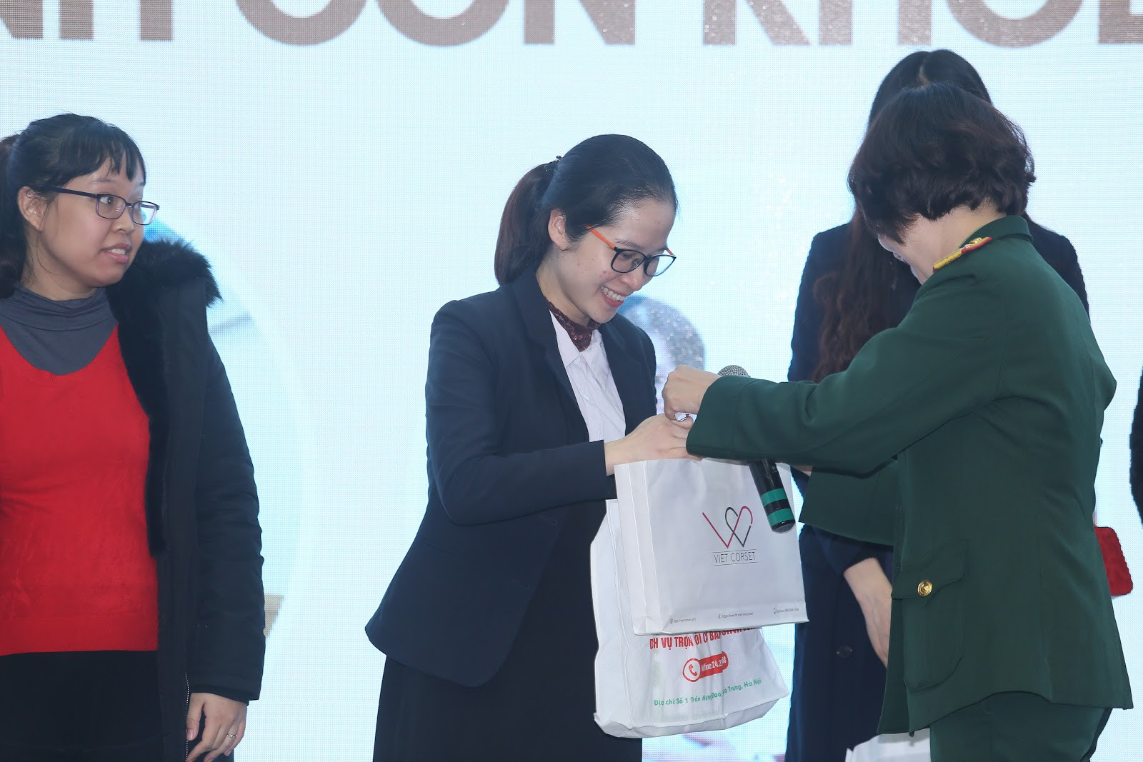 Latex giảm eo made in Việt Nam được giới thiệu hoành tráng tại hội nghị Bệnh viện TƯQĐ 108 - Ảnh 8.