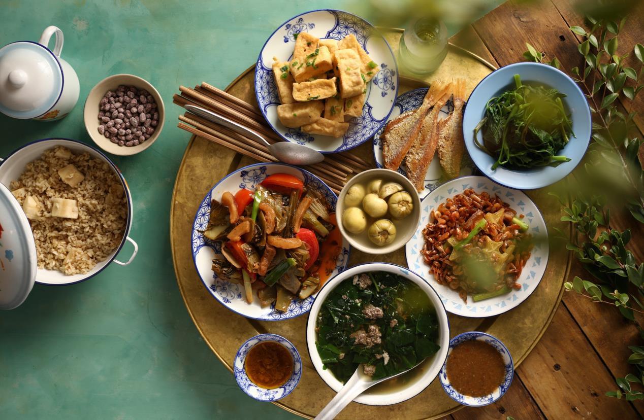 """Không chỉ món bao cấp, các đầu bếp """"Ký ức Hà Nội"""" còn có những món hiện đại cực ngon! - Ảnh 1."""