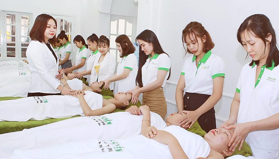 Thực hành kỹ thuật ngành spa – thẩm mỹ trên người thật: Những trải nghiệm quý giá cho học viên mới vào nghề - Ảnh 1.